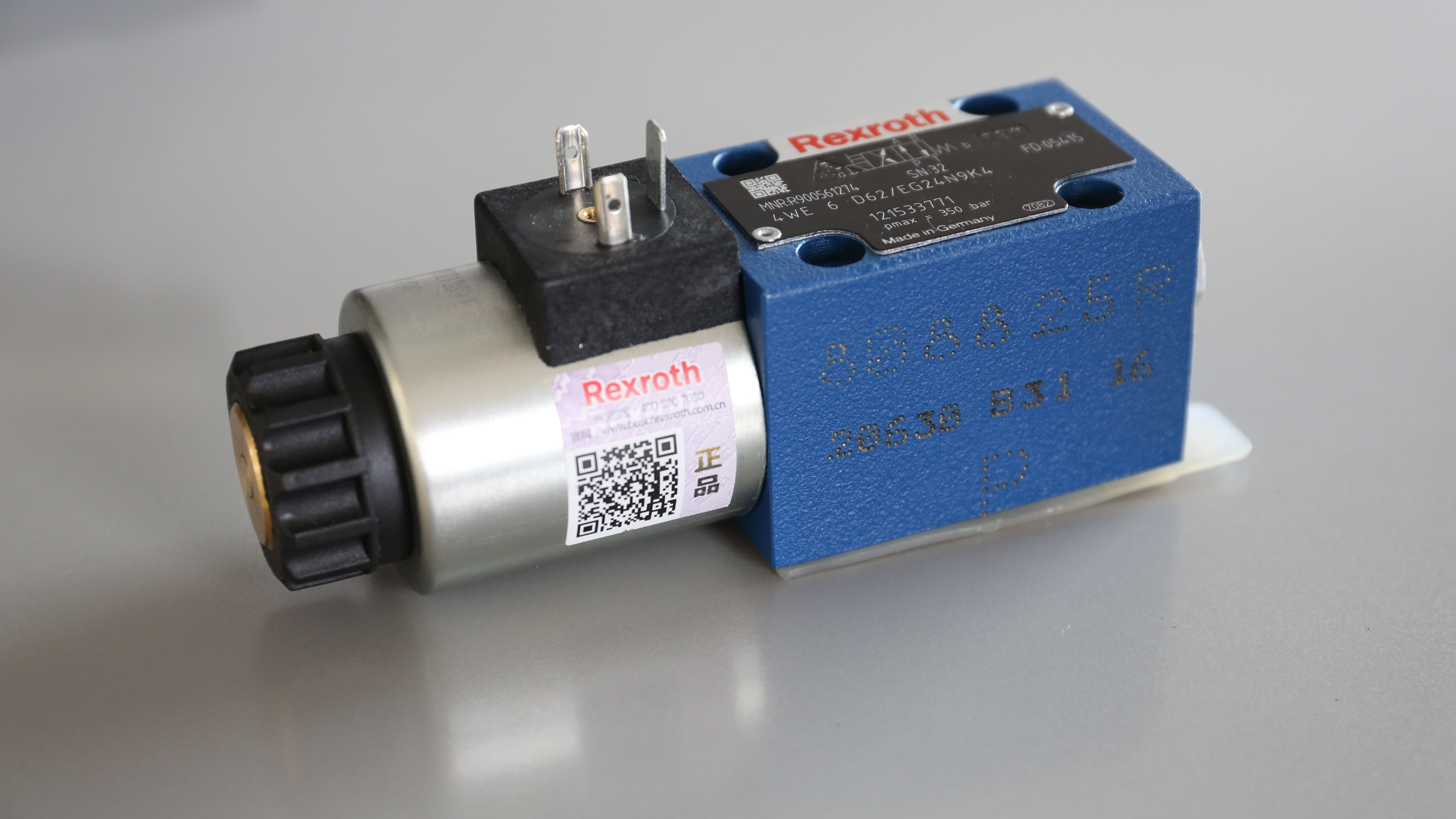 Photo of a valve by Bosch Rexroth which is outfitted by the enhanced QR code of the Secure Product Fingerprint.