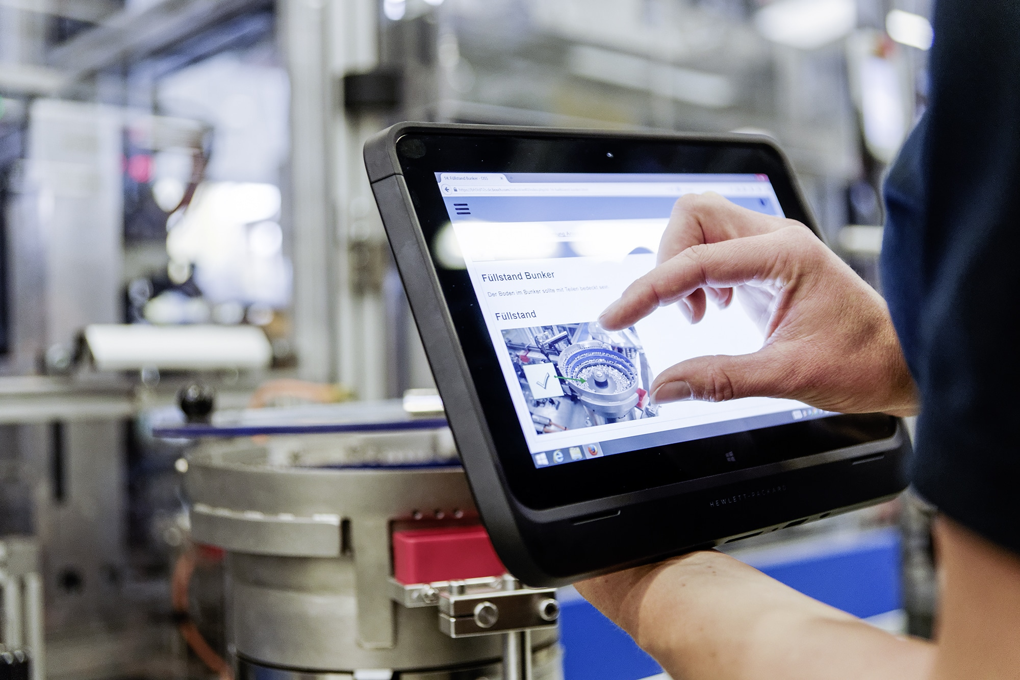 Woman shows Bosch Production System on a tablet.