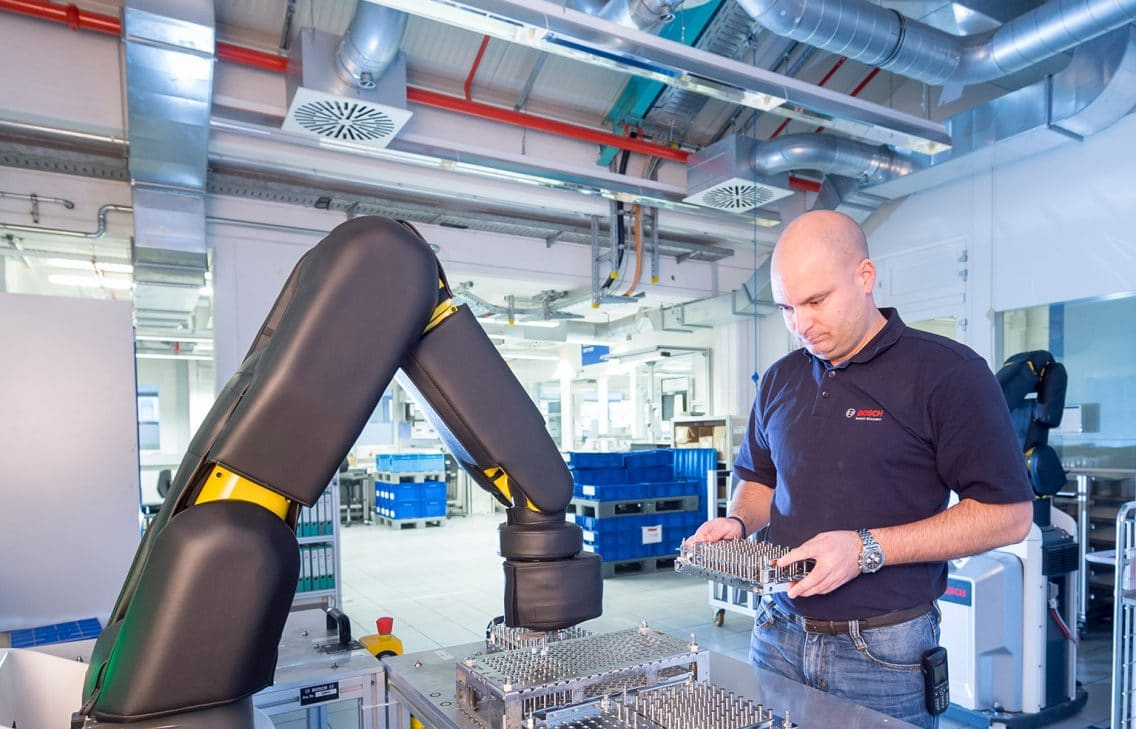 plant stuttgart feuerbach manufacturing analytics production apas robot assistant